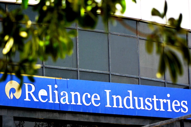 Reliance Industries Slips 1% After Jio Platforms Receives Google Deal Amount